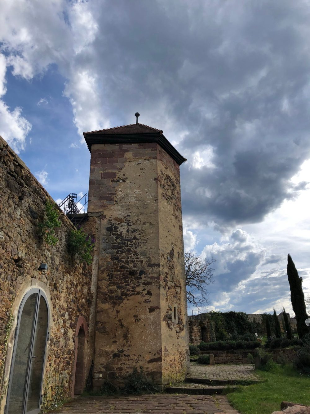 Turm der Burg Battenberg