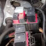 04 F250 Psd Esof Relay Under Hood Picture Ford Powerstroke Diesel Forum