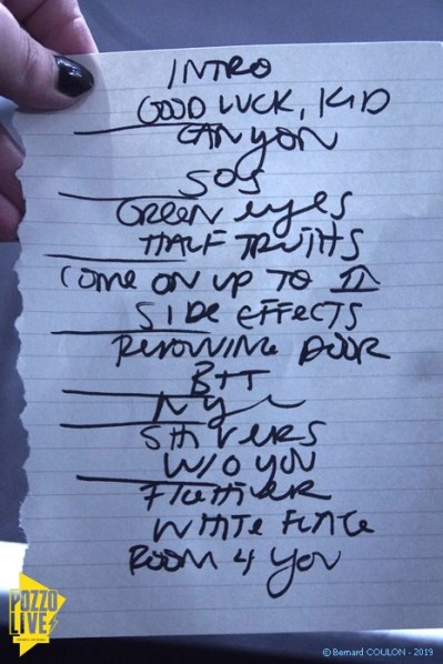 Joseph - La Boule Noire - Paris - Samedi 09/11/2019. Setlist = Intro - Good Luck, Kid - Canyon - SOS - Green Eyes - Half Truths - Come on up to (house) - Side Effects - Removing door - BTT - NYE - Shivers - W/O You - Fighter - White Flag - Room 4 You