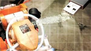 Der PLUGandWORK-Cube des Fraunhofer IOSB integriert existierende Maschinen in moderne Fertigungsanlagen. Damit schaffen auch mittelständische Unternehmen den Sprung ins Industrie-4.0-Zeitalter © Bild: Fraunhofer IOSB
