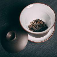 gaiwan-porcelanowy-do-parzenia-herbaty-pracownia-ziol