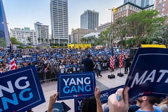 A large crowd greets Democratic candidate Andrew Yang in Los Angeles. <em>Photo: Andrew Yang campaign.</em>