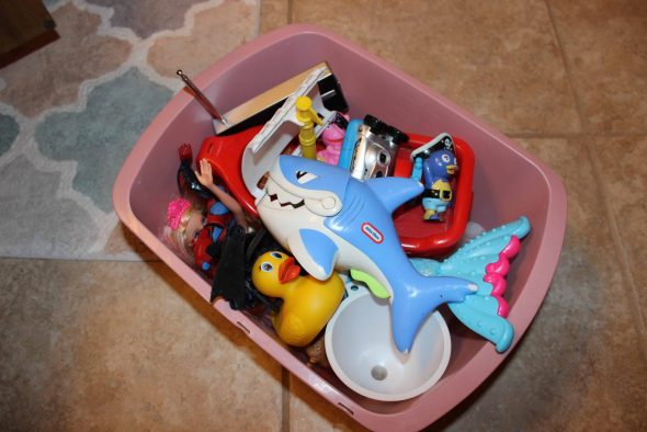 basket that holds bath toys