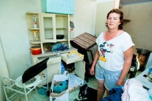 abuso polícia dona casa