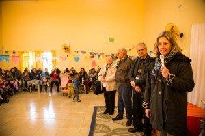 A prefeita Paula Mascarenhas prestigiou a entrega do material à Emei Oswald de Andrade
