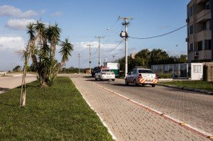 NO Laranjal a avenida junto a orla segue interditada para o tráfego de veículos