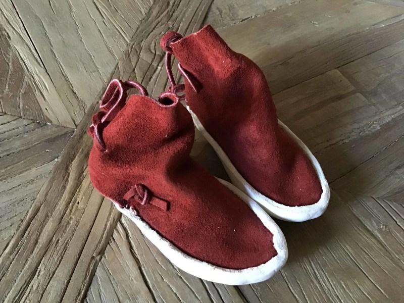 , Baby Moccasins aus rotem Leder
