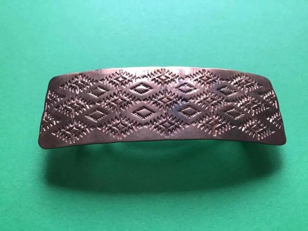 Haarspange, Alvin Todacheene (Navaho) – Haarspange aus Kupfer