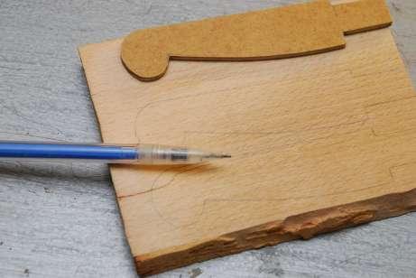 Tenký hrot ceruzky pri obkresľovaní šablóny tvar príliš nezväčší.