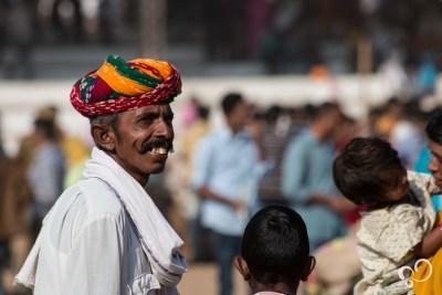 Homen com vestimenta tradicional no Rajastão.