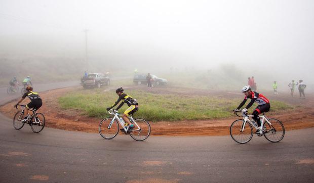 Neblina forte no início da prova (Wladimir Togumi/Brasil Ride Botucatu)