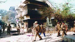 कश्मीर के कई हिस्सों में फिर से लगा कफ्र्यू