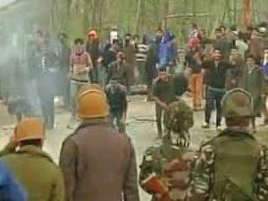 शोपियां में कर्फ्यू, कश्मीर के कई हिस्सों में प्रतिबंध
