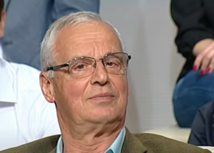"ANĐELKO ZNA DA MU JE SIN IDIOT! ""Predsednik Vučić je ekonomski diletant, zadužiće nam i praunuke"" (VIDEO) 1"