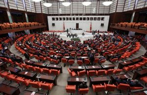 turcija-parlament-696x447
