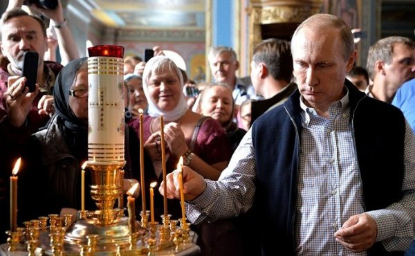 Putin receives Communion at Valaam Monastery