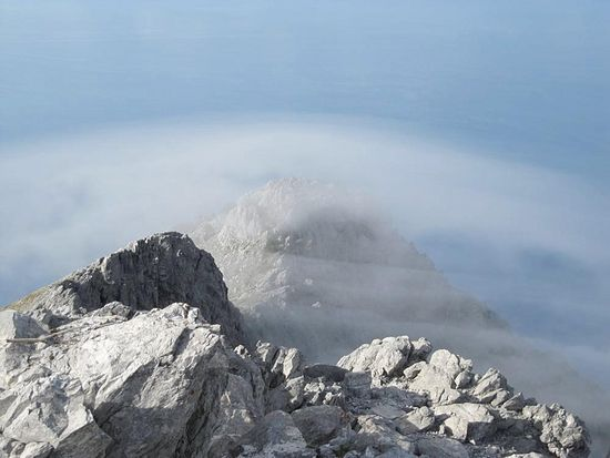 Вершина под облаком