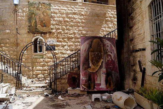 Малула. Манастир Св. Текле. Манастирска порта након изласка побуњеника из села