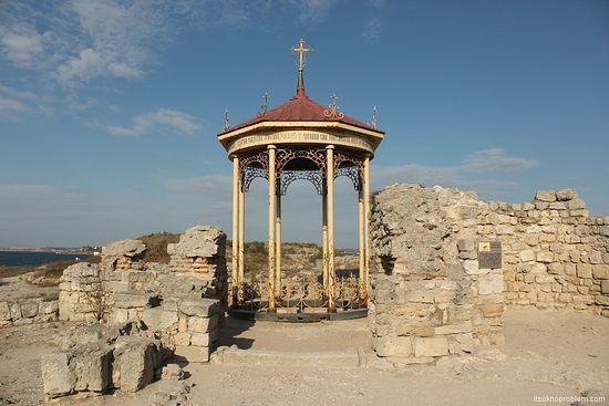 Сень над предполагаемым местом крещения князя Владимира