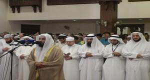 People are performing Tarawih Prayer.