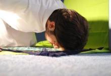 someone offers sujud during prayer.