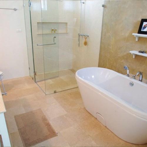 White bath tub
