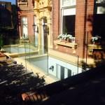 Frameless balustrade entrance