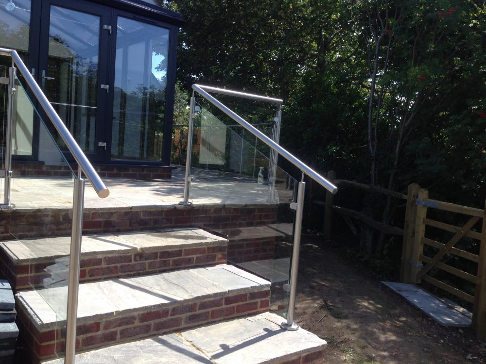 External glass balustrade to steps