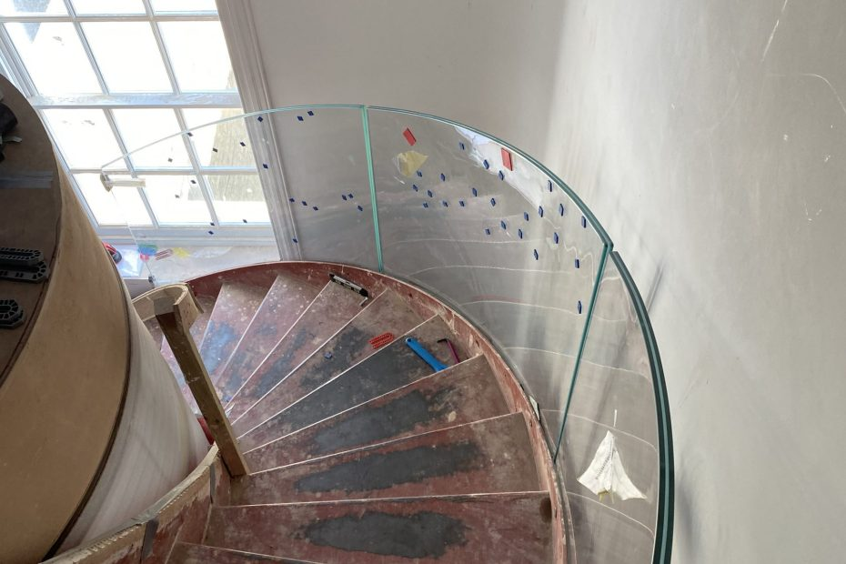Curved glass staircase balustrade in London