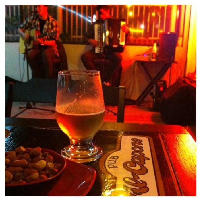 Adoro bar que tem mesa na calçada (coisa que praticamente não existe em Curitiba)