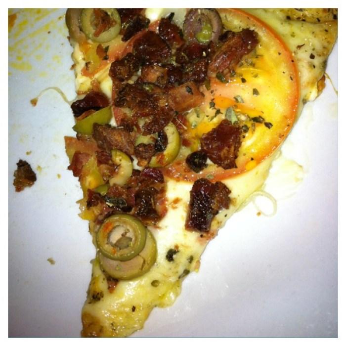 Pizza com massa bem fina e estava muito gostosa