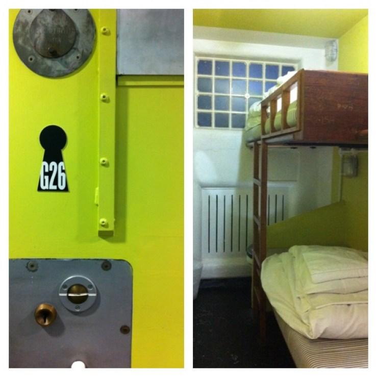 Esse é o quarto cela. Detalhe da porta e da beliche.