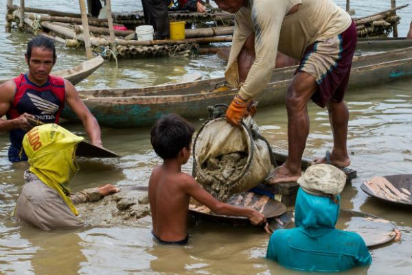 """""""Peter,"""" 11, works at an underwater mining site in Santa Milagrosa, Jose Panganiban. PHOTO by Mark Z. Saludes/Human Rights Watch"""