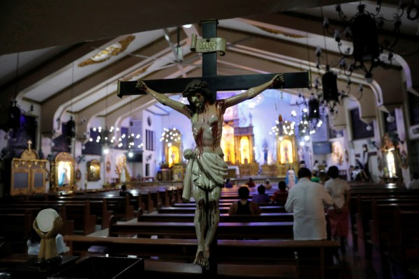 Members of the congregation pray during a Sept. 22 Mass at a Catholic church in Quezon City, Philippines. The Philippine House of Representatives has not renewed the license of the Catholic Bishops' Conference of the Philippines to operate dozens of radio stations across the country. (CNS/Dondi Tawatao, Reuters)