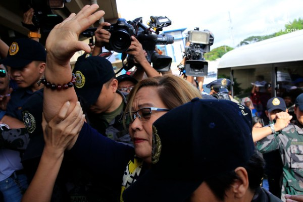 DRUG CHARGES. Senator Leila de Lima briefly goes out of her jail cell to attend a hearing at the Muntinlupa City Regional Trial Court on October 13, 2017. File photo from the Office of Senator Leila de Lima
