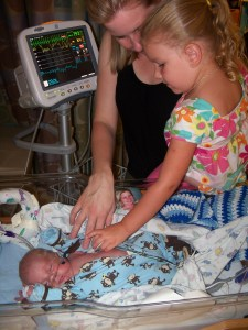 Brenna meeting her preemie baby brother for the first time.