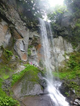 My team members standing behind the waterfall 岩洞滝