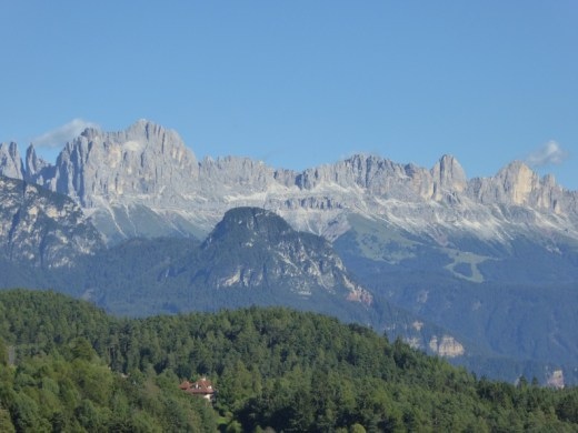 イタリアのボーゼンの美しい山