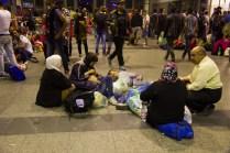 refugees-welcome-in-münchen-flüchtlinge-im-Hauptbahnhof24