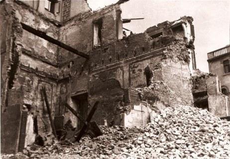 Foto del bombardamento dall'album della famiglia Botter