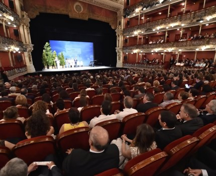 A full theatre for youth employment