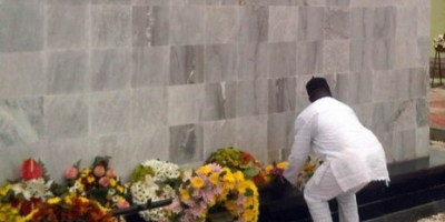 Dana crash cenotaph - laying wreaths