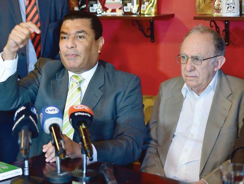Carlos Herrera Moran (Izq.), abogado de Mauro Zuñiga, alegó que las   denuncias de Martinelli son para amedrentar. Archivo
