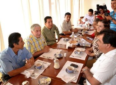 SE-RENEN-INTEGRANTES-DE-LA-ASOCIACIN-CONAPE-TABASCO-CON-EL-GOBERNADOR-ELECTO-ARTURO-NEZ-JIMNEZ