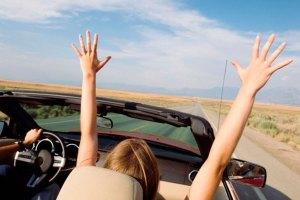 Canciones-que-se-deben-escuchar-en-la-carretera-mientras-disfrutas-de-las-vacaciones