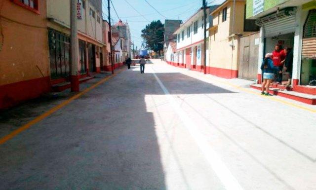 Demolición de concreto,  tendido de carpeta asfáltica, cambio de red de agua y drenaje  de la Calle 5 de Febrero entre Benito Juárez García y Josefa Ortiz de Domínguez