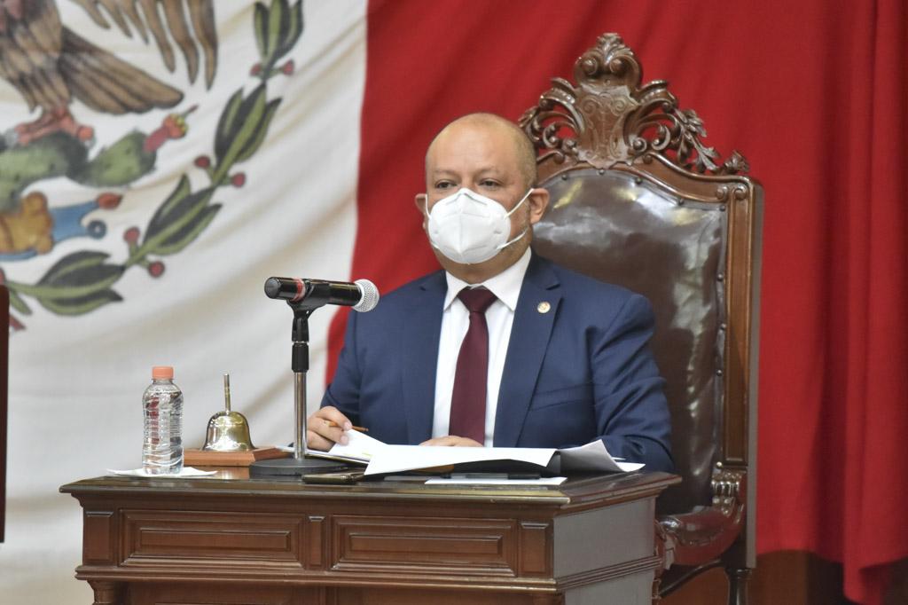 Promueve Max Correa la integración de un parlamento metropolitano