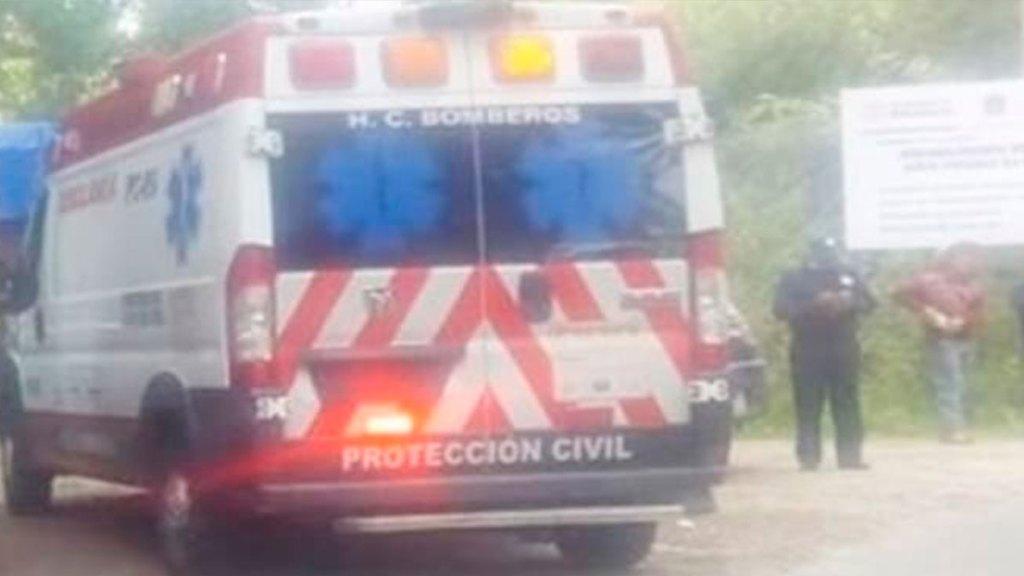 Saca la cabeza y muere al ser golpeado en la cabeza en carretera de Almoloya de Juárez