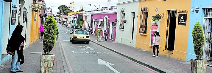 Los bares y centros nocturnos de Mixco ya pagan una tasa anual de  Q6 mil. (Foto Prensa Libre: Hemeroteca PL)