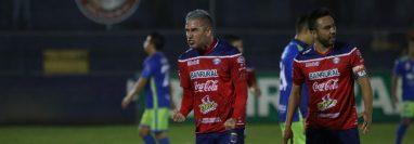 El delantero argentino Gonzalo Vivanco celebra uno de los tres goles que le marcó a Mixco. (Foto Prensa Libre: Raúl Juárez)